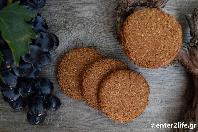 Μπισκότα ολικής αλέσεως με βρώμη, πετιμέζι και αμύγδαλα