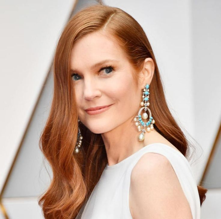Darby Stanchfield wears Neil Lane to the 2017 Oscars