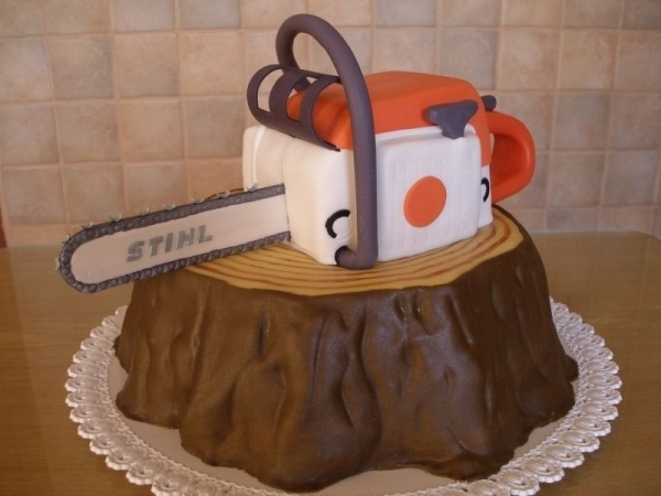 Chainsaw Birthday Cake, this would be perfect for Howie... if I only had that much talent!
