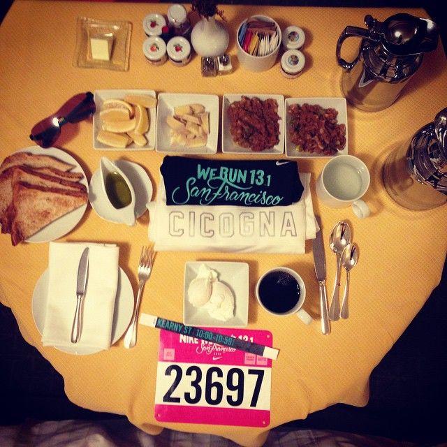 #FiammettaCicogna Fiammetta Cicogna: The Champion's breakfast! Un'ora prima della gara: -pera schiacciata con limone e zenzero -uovo in camicia -pane tostato con olio e limone -un caffè e a ridosso della gara una bottiglietta d'acqua con miele e limone #benatural #sanfranciscohalfmarathon #werunsf #justdoit #sarafarnetti