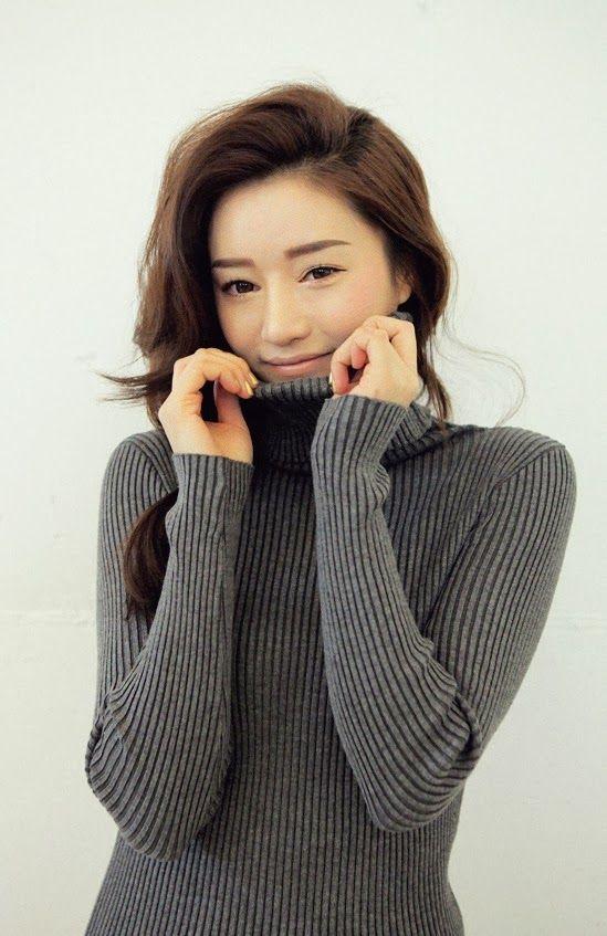Park Sora Model Grey Sweater