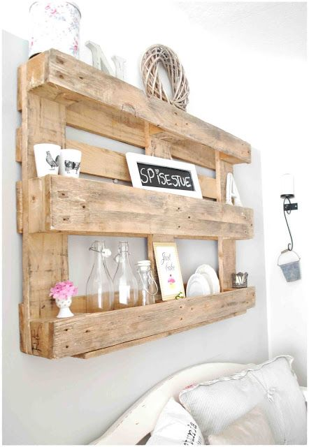 Ah the love of pallets--lovely idea for a shelf! pallet - palette - wandrek - opbergen - hout