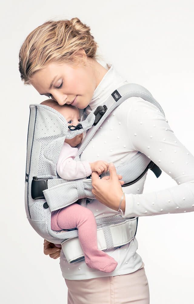 Premium baby carrier in breathable mesh fabric; ergonomic for both baby and parents. From newborn to 3 years. Buy BABYBJÖRN Baby Carrier One Air!