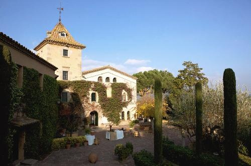Can Ribas near Barcelona is Oliver Parellada's family house, here since 1789 and a beautiful Spanish venue for weddings.