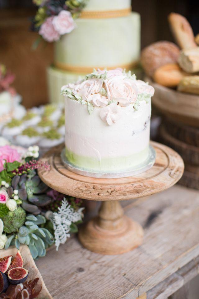 Pastel ombre wedding cake | Cecelina Photography