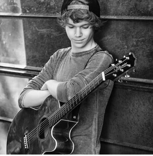 Chase Goehring ❤️ this boy's songs are so good, and he's s talented