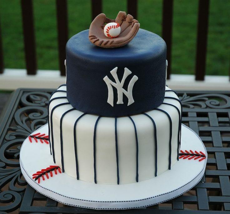 New York Yankees baseball theme fondant groom's cake.