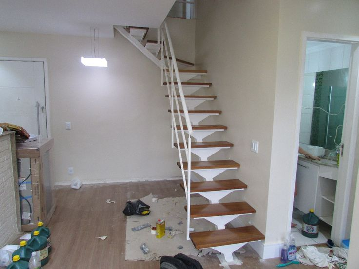 escadas de ferro reta caracol em l em u quadracol madeira