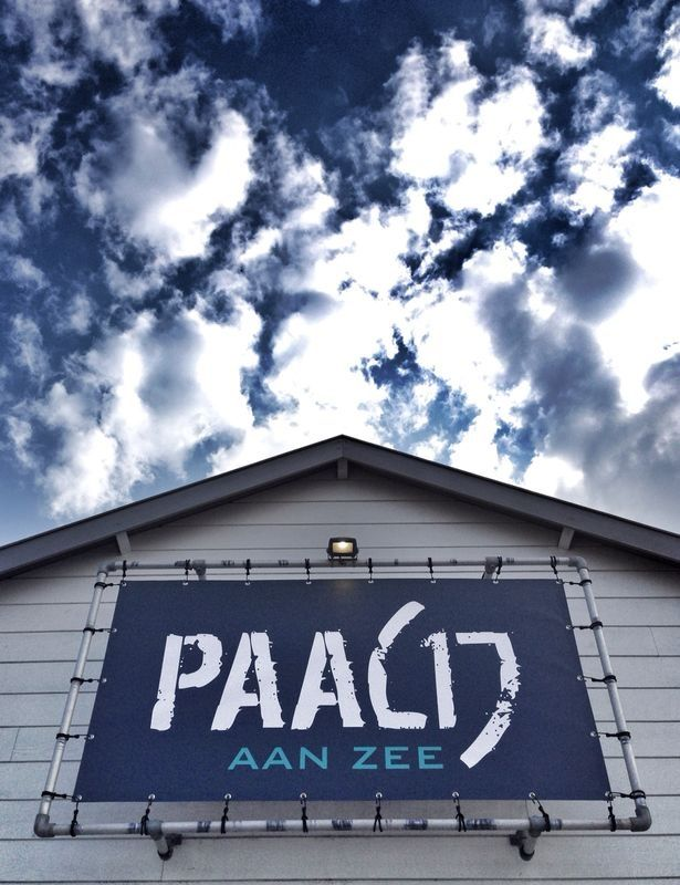 Strandpaviljoen Paal 17 aan Zee. Vlak bij Ecomare.