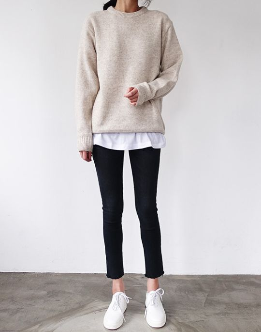 Oversized sweater, black ankle pant, white tee shirt outfit, white sneakers, stan smith sneakers, athleisure style, minimalist style