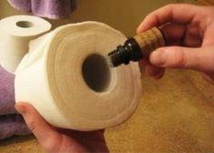 Droppa några droppar eterisk olja i toarullen