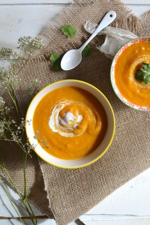Sweet potato, carrot, coconut spicy creamy soup || Velouté crémeux de patate douce & carotte au lait de coco et épices http://www.lesrecettesdejuliette.fr
