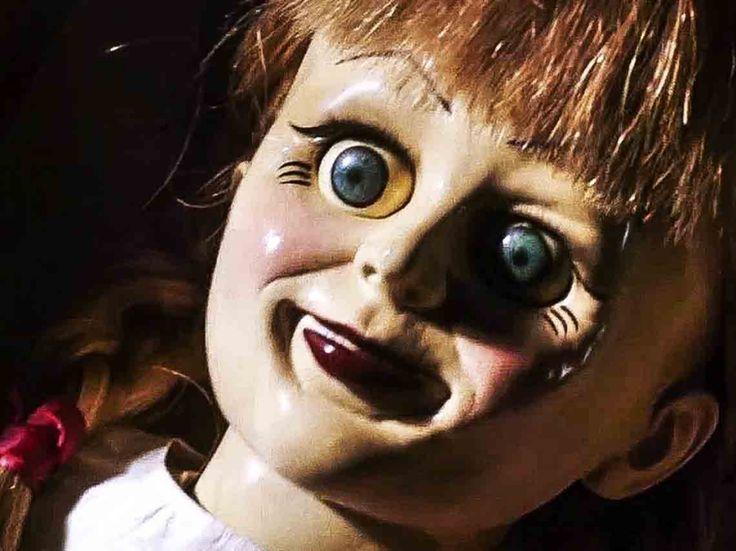 Muñecos poseídos y las historias que se llevaron al cine | Dónde Ir Horror Art, Horror Movies, Call Me By, Creepy, Scary Art, Halloween Face Makeup, Artist, Cinema, The Notebook