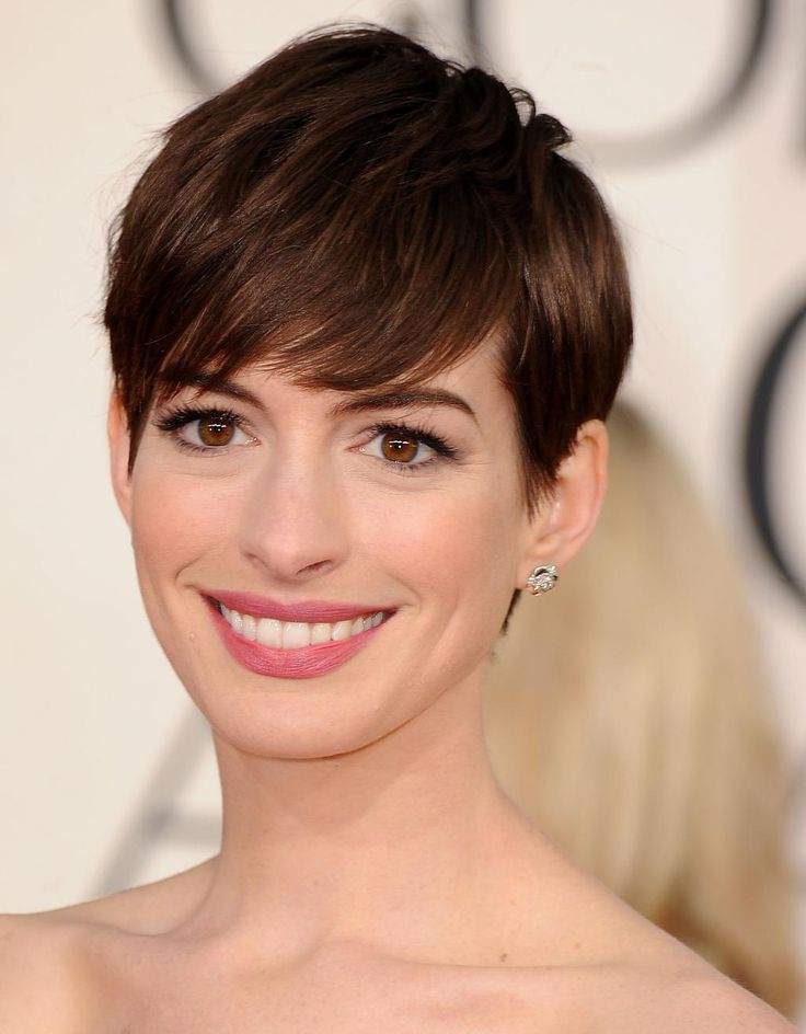 Anne Hathaway's pixie with longer bangs at the 2013 Golden Globes