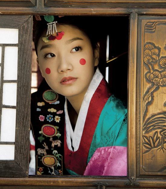 The red circles on the forehead and the cheeks of the bride in Korea are called yonji and gonji to drive away evil spirits and give purity and lot of love to the bride.
