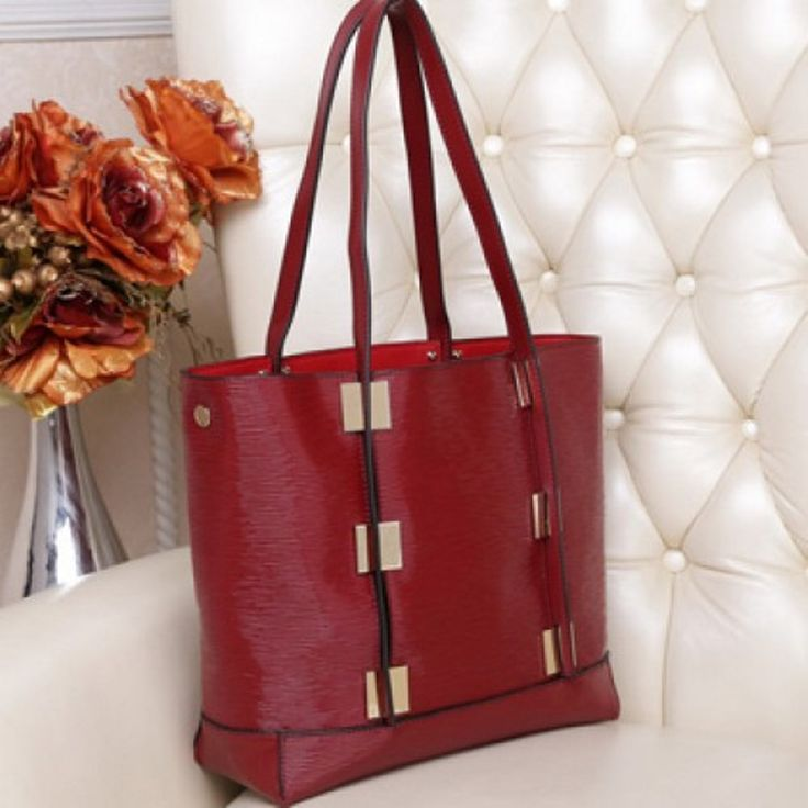 ON SALE $108... RED. All leather tote (GM9067)... RRP $144.95 ..... Visit my website www.sweetheartstreasures.com.au or see me on Sundays at Canning Vale Markets.