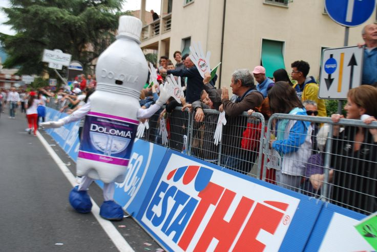 Acqua Dolomia saluta il pubblico del Giro d'Italia 2014, durante la Tappa 7!