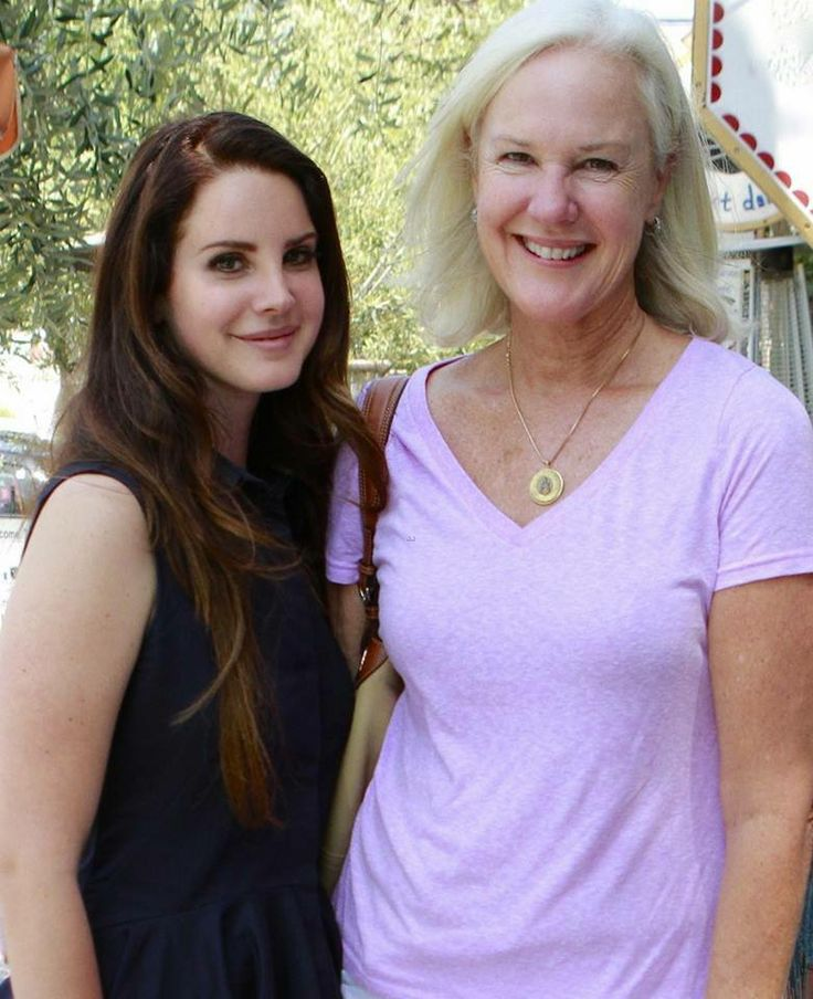 Photo of Lana Del Rey & her Mother  Patricia Ann Hill