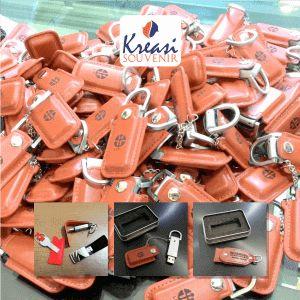 Harga Flashdisk Kulit Promosi - Flahdisk kulit terbuat dari bahan kulit dengan kapasitas mulai dari 4GB hingga 32GB. Flashdisk Kulit Promosi.