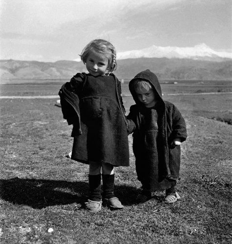 Παιδιά. Γύρω στα 1950 Βούλα Θεοχάρη Παπαϊωάννου