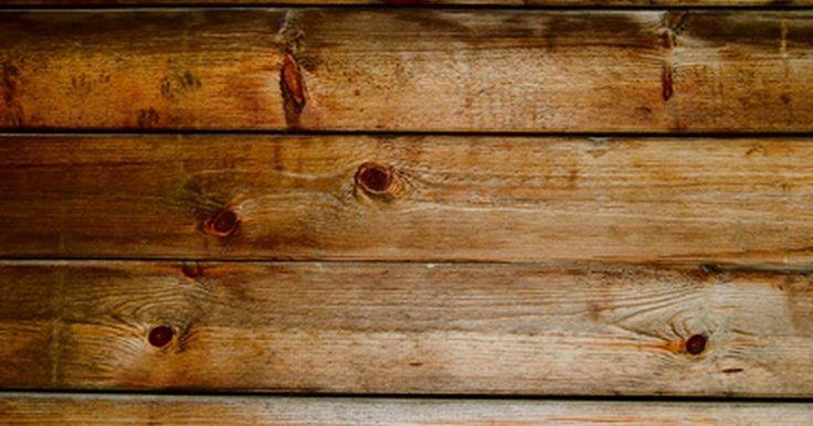 Ideas para techos de madera. Un techo de madera agrega calor y un diseño interesante a cualquier habitación de tu casa. Los paneles de madera y tableros vienen juntos en patrones distintivos de lo rústico, ecléctico y antiguo, estilos de campo francés o diseños de campo. Camufla un techo antiguo con paneles de madera o construye una estructura nueva para tu pórtico que pagan ...