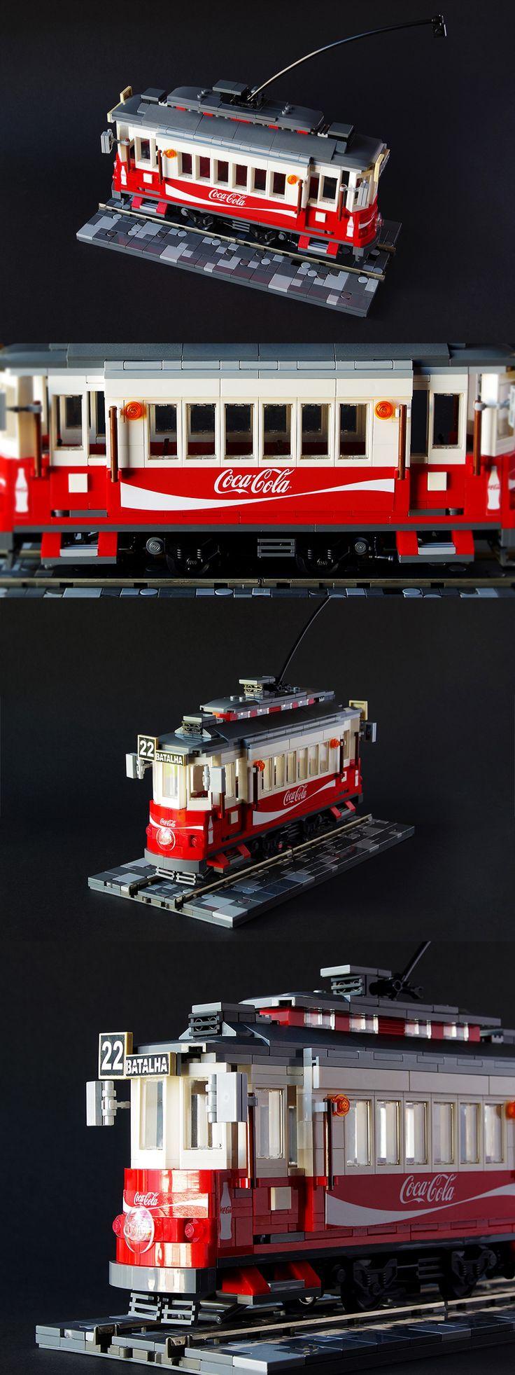'Eléctrico 22': Porto-style LEGO tram car by 'rupilego'