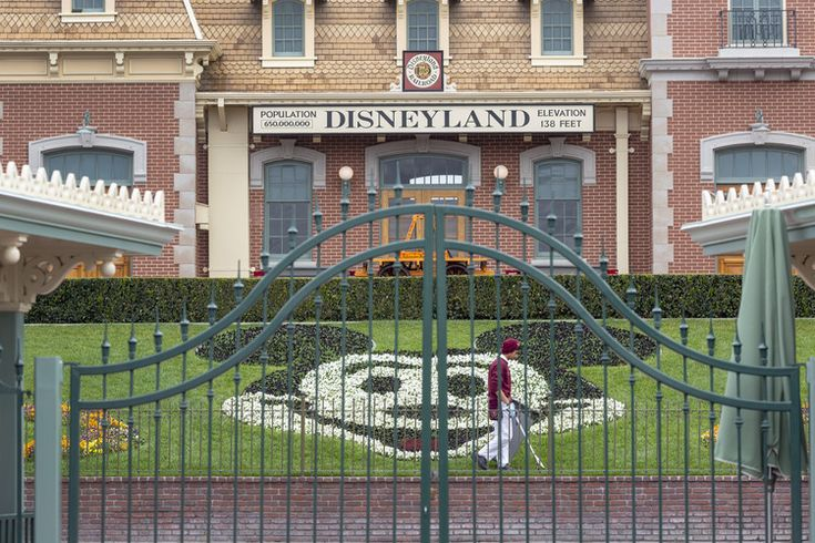 Disneyland sets its reopening date — CNN Business in 2020