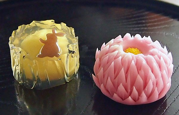 "fall wagashi ""月うさぎ(tsuki usagi)"" ""鋏菊(hasami giku)"" #japan #moonrabbit #punchchrysanthemum #jelly"