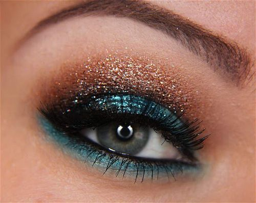 turquoise: Colors Combos, Pretty Eye, Makeup Geek, Eye Makeup, Eye Shadows, Eyeshadows, Eyemakeup, Glitter, New Years