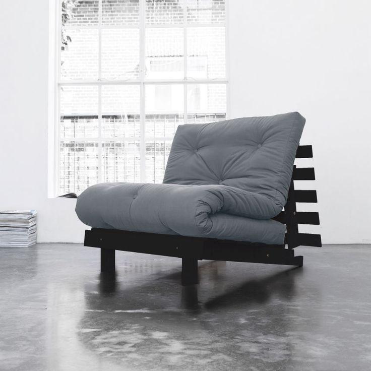 Poltrona Letto Futon ROOTS di Karup. Realizzata in legno di pino massello con futon colore Gris. In un solo gesto si trasforma velocemente in un letto comodissimo.