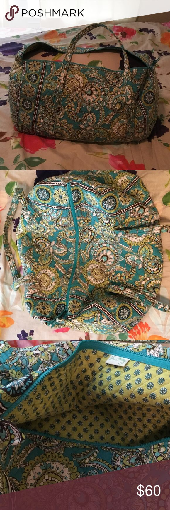 Vera Bradley tote Vera Bradley tote. Great condition no stains. Fits 3 full sized bed pillows inside. Vera Bradley Bags Totes