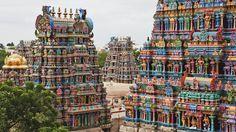 Le temple de Mînâkshî, Madurai, Inde C'est l'un des lieux saints les plus fréquentés de l'Inde ou les pèlerins viennent se marier ou se purifier.