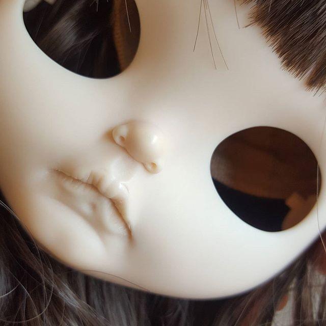Wip #customblythe #cutedolls #blythestagram #blythedoll #blythecustom # #artdolls #poonchaya #dollstagram #カスタムブライス #dollphotography #ブライスアウトフィット #ブライス #customdolls #instablythe #blythecustomizer #blythecustomdoll #fab_toys #instadolls #poonchayacustom #poonchaya #브라이스 #玩偶