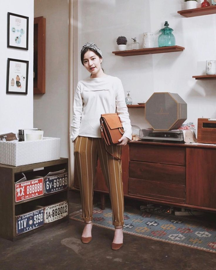 "2,175 Likes, 14 Comments - Vanessa Andrea (@cherrydreamy) on Instagram: ""Feeling so comfortable & feminime at the same time in Top and Pants from Uniqlo X Hana Tajima 2017…"""