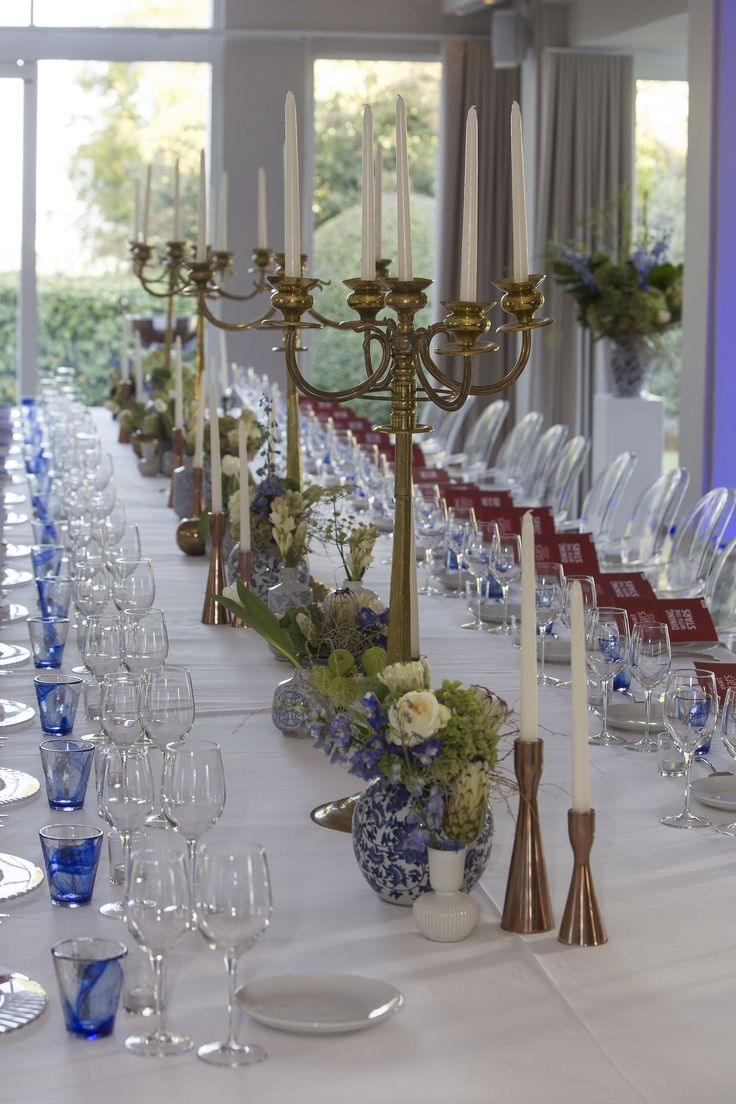 We love our copper and gold candleholders that emphasises the blue and white of the decor.