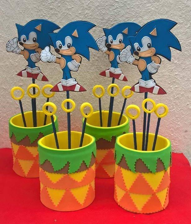 Lindos centros de mesa do Sonic, confeccionados em EVA.    Tamanho:  Alt.: 30 cm  Larg.: 15 cm  Comp.: 15 cm    ***PEDIDO MÍNIMO 10 UNIDADES***