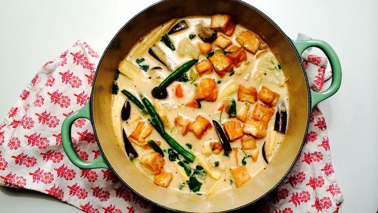 Rød Curry med kokosmelk, bakt tofu og gode grønnsaker