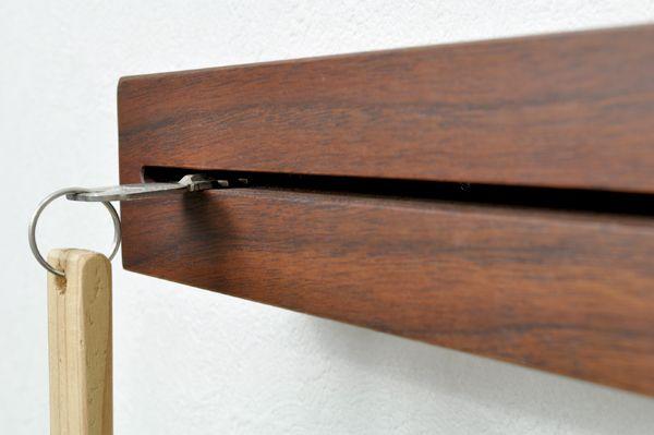 壁掛け キーフック 日本製 おしゃれ カッコイイ 玄関 鍵 鍵入れ ブラウン(ウォールナット) ナチュラル(ナラ) ギフト 贈り物 プレゼント キーハンガー 玄関収納。キーフック 壁掛け 鍵の置き場所に-キープット-[おしゃれ キーフック 木製 鍵フック オシャレ 無垢材 お洒落 玄関 鍵収納 カッコいい 壁掛 鍵掛け 手作り 天然木の鍵掛け カギ掛け カギ収納 鍵置き 日本製 スタイリッシュ シンプル センスが良い キーフック 存在感 スッキリ]