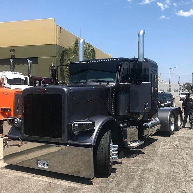 One mean Pete. . . . . . . #northernlargecars #trucks #like4like #truckin #outlaw #leftlanegang #transport #reefer #diesel #def #dieselrigs #dieseltruck #18wheeler #coolrigs #bigrig #tullo #truckstop