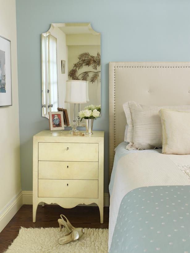 Could be cute in a guest room.: Wall Colors, Cottages Style, Cottages Bedrooms, Guest Bedrooms, Blue Bedrooms, Master Bedrooms, Bedside Tables, Night Stands, Guest Rooms