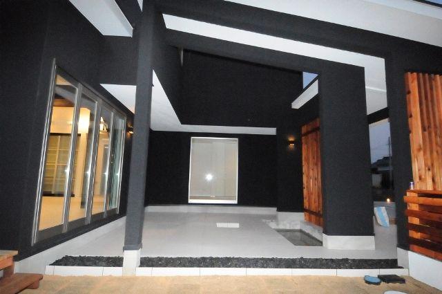 敷地間口約17m奥行約62mの敷地に枕木で縁取りし コンクリートを