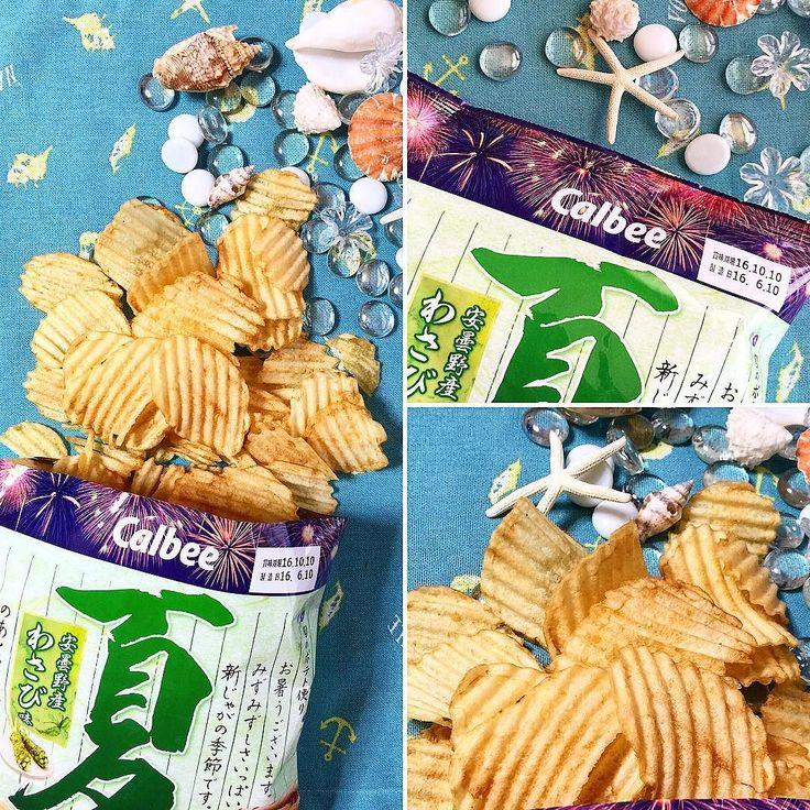 """#Natsu #Potato #Wasabi #BFJAgosto Las refrescantes patatas fritas nuevas de verano provenientes de Japón se cortan en finas rodajas onduladas perfectas para esta época y se condimentan con el fresco e intenso sabor del wasabi de Azumino. Disfruta de la textura ligera y crujiente de este snack y su refrescante sabor veraniego a wasabi de Azumino!  Ahora con nuevas cajas para todos los gustos! Visítanos en:  www.boxfromjapan.com  Fresh crisp summer new potatoes from Japan are sliced in a """"wavy…"""