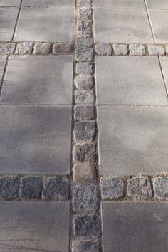 Betonplatten mit kleinem Stein gemischt. Von LILLA VILLA VITA: Die Pergola nimmt Gestalt an – Cait Sebastian
