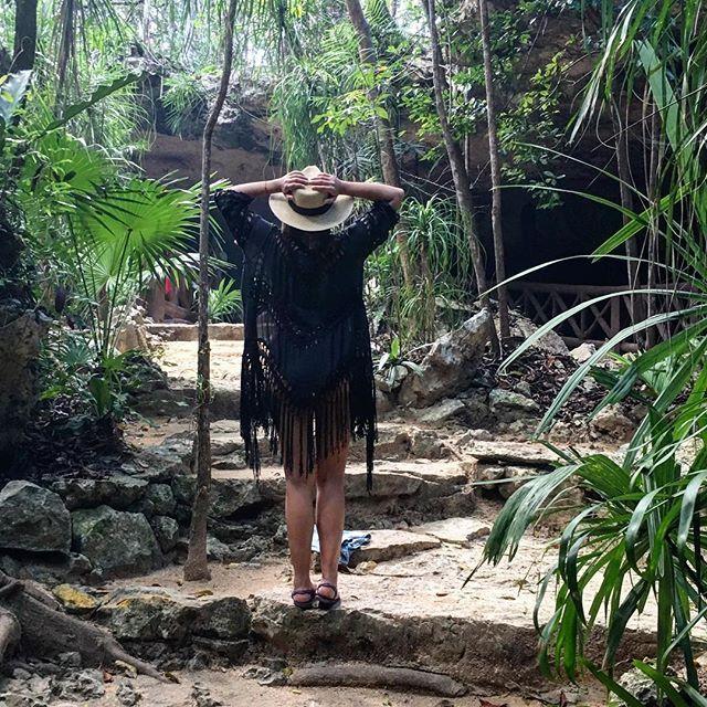 Welcome to the jungle  Me fui a comprar un kimono que es mitad tela y mitad crochet  Deben de tener uno de estos para la playa esta súper cómodo y se ve cool  Les gusta? Que ocupan para después de estar en el agua? . . . . . . #TipsdeFer #Beauty #BeautyBlogger #Blogger #Jungle #Cenote #tourism #tourist #Kimono #Style #Styleblogger #Fashion #FashionBlogger #Outfit #ootd #tulum #chikinha @scubacaribemex