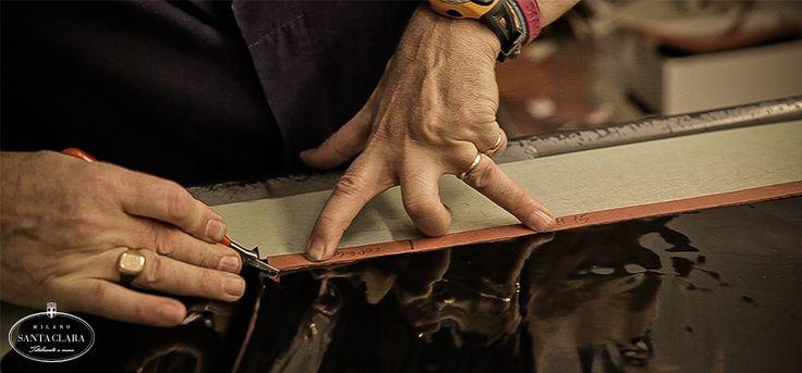 """""""Totalmente a mano"""" è l'espressione utilizzata per descrivere la manifattura dei sigari cubani e """"Totalmente a mano"""" è anche la nostra filosofia. Cura, devozione e amore si riflettono sia nella produzione che nel modo di fare impresa.  www.santaclaramilano.com"""