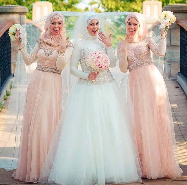 Muslim wedding | hijab style and dresses | beautiful pride | Muslim pride maids | modest dresses <3
