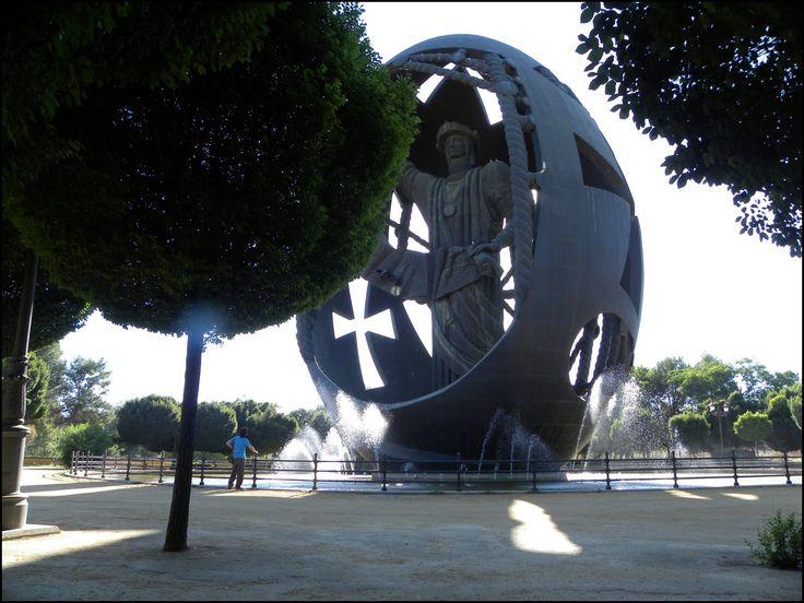 """Monument to Cristóbal Colón """"El nacimiento del Hombre nuevo"""" by Zurab Tsereteli, Parque de San Jerónimo, Sevilla, Spain."""