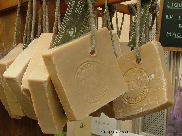 Sapete che il sapone di Marsiglia può essere realizzato in casa? Si, il detergente naturale più antico e conosciuto può essere preparato semplicemente, basta ...