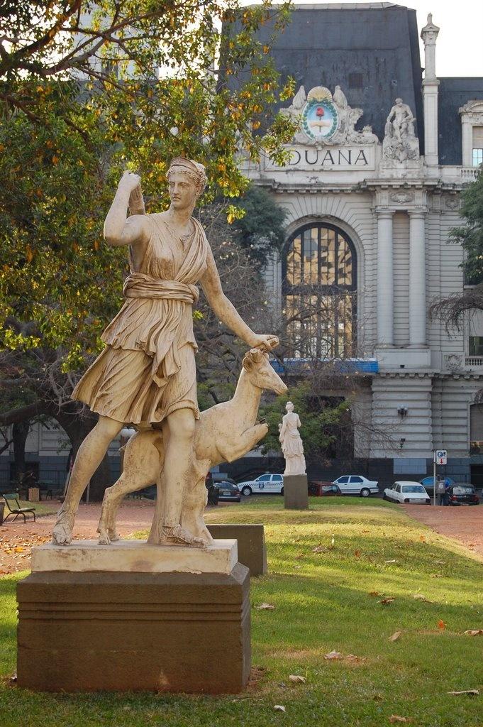 """""""""""Diana Cazadora"""""""" barrio Monserrat, Buenos Aires, Argentina"""