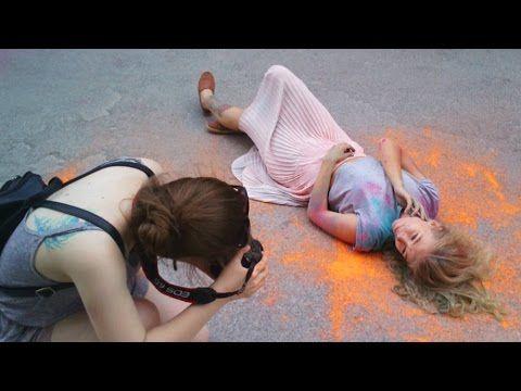 Фотосессия с красками холи. Буйство красок на парковке